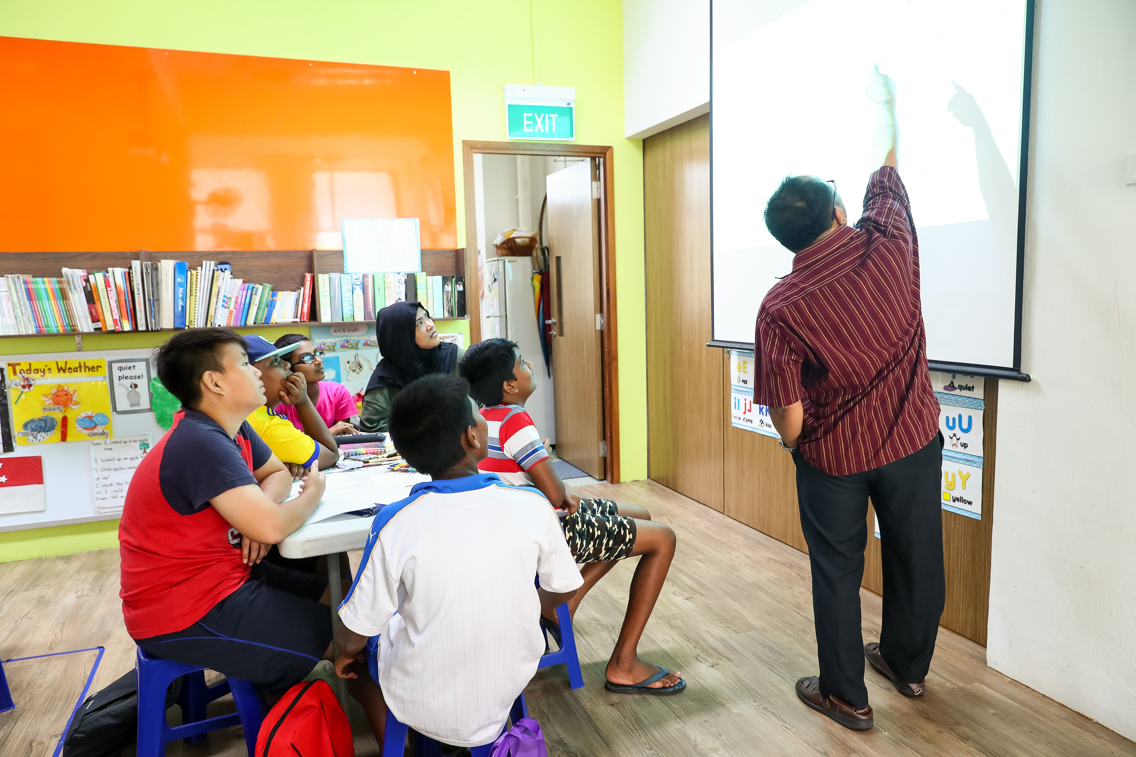 Teens from Yio Chu Kang Zone 7 RC learnt about the basic principles of mind maps from Scholastica